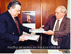 direita, o Delegado de Polícia Manoel Adamuz Neto, com o Perito do Instituto de Criminalística Valdir Santoro, final dos anos 90.,Perito e Delegado Manoel Adamuz.
