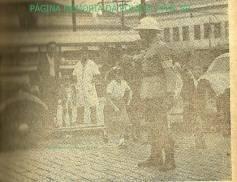 Policial da extinta Guarda Civil do Estado de São Paulo, organizando a travessia das vias pelos escolares, em 1.960.