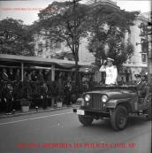 Comando da extinta Guarda Civil do Estado de São Paulo desfilando em solenidade, no final da década de 60.