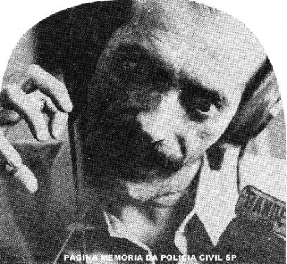 """O histórico repórter policial Beija-Flor, cujo nome era José Gil Avilé, morreu em São Paulo-SP, no dia 12 de abril de 1993. Franzino, pequeno e ágil no andar e informar, ganhou o famoso apelido pela semelhança com o lindo """"pássaro-helicóptero"""". Beija-Flor brilhou nas rádios Bandeirantes e Tupi e em outras cinco emissoras mais. Quando se referia a alguém ser preso usava o termo: """"tomar café de canequinha"""" no Hotel do Tio Guedes. À época, os mais famosos repórteres de mídia eletrônica tinham """"nomes"""" de passarinho: Beija-Flor e Tico-Tico (José Carlos de Moraes), ambos já faleceram."""