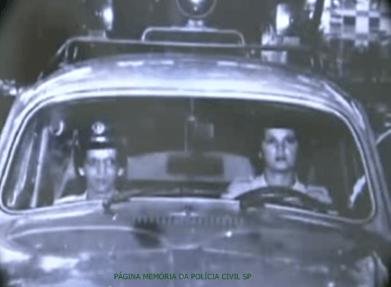 Dupla de integrantes da extinta Polícia Feminina, que optaram pela PM, no início da década de70.