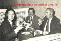 """Investigadores Roberto Kawai (posteriormente Delegado de Polícia); Vicente Nicolino """"Caveira"""" """"in memoriam"""", grande policial e Instrutor de Tiro e Professor da ACADEPOL, e Atirador de Elite da PC; e Waldemar Artoni """"Capeta""""."""