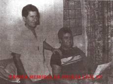 """Equipe da Delegacia de Roubo a Bancos- DISCCPAT- DEIC, Investigador/Escrivão Mandruca Filho e Ricardo Romero """"Zé Galinha"""", na década de 80."""