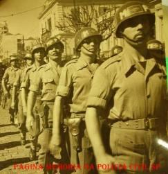 Integrantes da extinta Guarda Civil do Estado de São Paulo, da Policia da Força Expedicionária Brasileira, marchando em comemoração a vitória dos aliados,de fronte a sede central da GC, em 1946. ( Acervo do GCM Leandro Grabe).