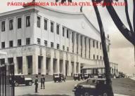Viaturas novas (Jeep) desfilam defronte ao Palácio dos Bandeirantes, em 1970.