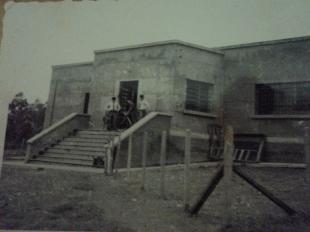 Cadeia Pública de Bragança Paulista, no final da construção, na década de 70. https://www.youtube.com/watch?v=6OAwLoGaDyU