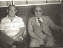 À direita o Investigador Chefe da Delegacia de Vadiagem da DIG- DEIC, Elias Barudie e a esquerda Cypriano R Santos, final da década de 70.