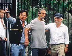 Resgate do empresário Abilio Diniz, esquerda Delegado Valdomiro Bueno, ao lado o Investigador Oscar Matsuo. À direita o então Ministro da Fazenda Breser Pereira, em 1.989.