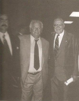 À esquerda o Delegado de Polícia Carlos Eduardo Benito Jorge e à direita seu pai o lendário Dr. Nemr Jorge. Ao centro o Investigador Toti.