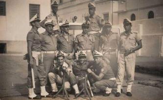 Componentes do Grupo de Choque da Polícia Marítima em 1960, nos fundos do quartel da Avenida Conselheiro Nébias, em Santos.
