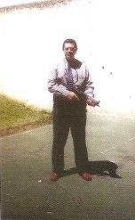 Delegado de Polícia Sérgio Abdalla, testando as então novas sub-metralhadoras MT-40 (2002).