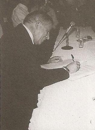 """Dr. Levino Manoel Ribeiro. Delegado de Polícia de Classe Especial, ingressou na carreira em 1962. Iniciou sua carreira no interior do Estado, tendo exercido suas funções nas delegacias de Flórida Paulista, Cajuru e Iacri. Em São Paulo, foi delegado da RUDI (Rondas Unificadas do Departamento de Investigações); Delegacia de Roubos; Delegacia de Furtos; Delegacia de Entorpecentes; Delegacia de Homicídios; Delegacia de Estelionatos; DIG; assistente da Corregedoria da Polícia; delegado titular do 15º DP; Assistente e depois Seccional Leste; Titular de São Caetano do Sul; Seccional no ABCD; Assistente no DHPP; Assistente no DECAP; Assistente na Delegacia Geral (gestão Jorge Miguel); Chefe da Assistência Policial Civil do GS; diretor do DECON e divisionário da assistência policial do DECAP. É professor da Academia de Polícia """"Dr. Coriolano Nogueira Cobra"""", com ênfase na área de Chefia e Liderança."""
