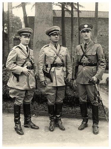 3 graduados da extinta Guarda Civil do Estado de São Paulo, em 1.932.