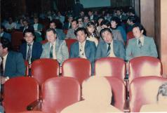 "Policiais da Delegacia de Roubo a Bancos da DISCCPAT- DEIC, ""Kilo"". À partir da esquerda: Escrivão Mané, Delegado Titular Pedro Liberal ""in memorian"", Investigadores Oscar Matsuo, o saudoso Massaro Honda e Parreirinha, década de 80."