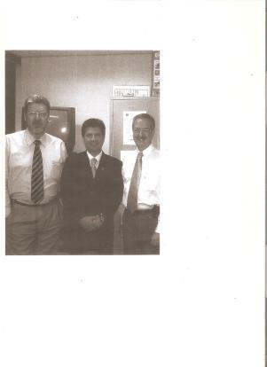Investigador de Polícia Marião Gonçalves, ex- DGP Maurício Lemos Freire e Investigador Tião (DETRAN). — com Delegado de Polícia Maurício Lemos Freire (ex- DGP) ao centro.
