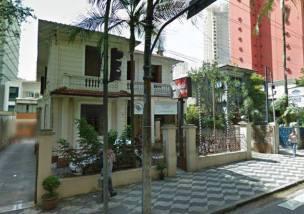 Esse prédio, localizado na Rua Dr. Pedro Gabriel dos Santos, n° 73, foi a sede da antiga Polícia Feminina de São Paulo. Quando essa corporação foi extinta, em 1970, o seu acervo passou p/ a nova Polícia Militar, sendo as policiais femininas, então civis, arregimentadas, como militares, ao 33° Batalhão. Detalhe: as policiais femininas de menor graduação na época transformaram-se em 3° sargentos.