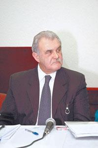 Delegado de Polícia Jair de Castro Vicente, contava com 45 anos de polícia quando faleceu em 2.009. De uma família de policiais, era muito querido e respeitado na PC.