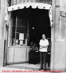 """Bar do Leo, na esquina da Rua Aurora com a Rua dos Andradas, onde os policiais civis, especialmente do DEIC, faziam o """"happy hour"""", nas décadas de 60 a 80. Era também muito frequentado por artistas e intelectuais."""