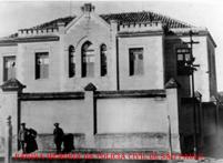 Cadeia Pública do Município de Cajurú/SP, em 1922. Acervo de João Pedro Constâncio. https://www.facebook.com/MemoriaDaPoliciaCivilDoEstadoDeSaoPaulo/photos/a.283199125135999.65486.282332015222710/1062661083856462/?type=3&theater