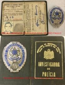 """Carteira Funcional (Carteira Preta) e distintivo do """"Corpo de Segurança de São Paulo do Investigador Jonas Vieira de Mello Filho, assinada pelo DGP- Delegado Geral de Polícia Joaquim Humberto de Moraes Novaes, expedida em 18 de outubro de 1.976. https://www.facebook.com/MemoriaDaPoliciaCivilDoEstadoDeSaoPaulo/photos/a.282966865159225.65442.282332015222710/1158696317586271/?type=3&theater"""