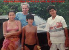 """Investigador de Polícia João Francisco de Mello """"João Louco, in memorian"""", com os filhos Cristiane (hoje advogada na Bahia), Luizinho e João Roberto (atualmente Investigador), em 1.995."""