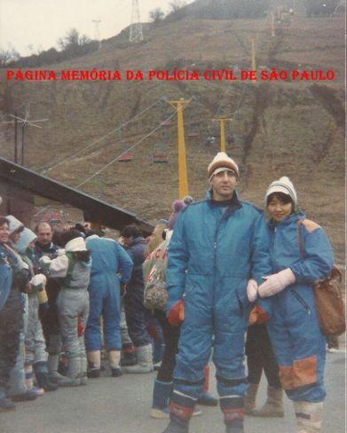 Na estação de esqui Cerro Catedral- Bariloche- Argentina, em junho de 1.989. Investigador Paulo Roberto de Queiroz Motta ( Hoje Delegado no DEINTER 6) e a Escrivã Márcia Kazue Hatada de Queiroz Motta, em 03 de junho de 2.014 celebrando Bodas de Prata. Marcar fotoAdicionar localEditar