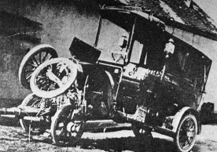 """O PRIMEIRO ACIDENTE AUTOMOBILÍSTICO DO BRASIL, foi causado por Olavo Bilac e José do Patrocínio. Quando o abolicionista José do Patrocínio comprou um carro, em 1903, o automóvel estava longe de ser produto de massa no País. Poucos veículos circulavam pelas ruas brasileiras – o primeiro havia sido trazido pela família de Santos Dumont, em 1892. Como se pode imaginar, o """"trânsito"""" guiava-se mais pe... Ver mais"""