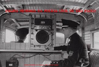 Interior de uma viatura de Rádio Patrulha da 6ª Divisão da Polícia do Estado de São Paulo, em 1.936.