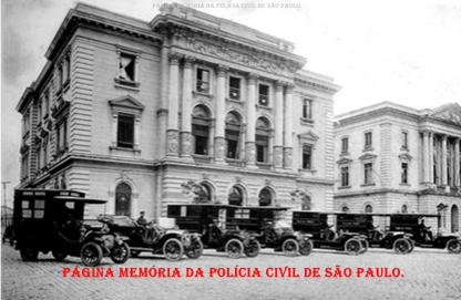 Viiaturas e Assistências Policiais (Ambulâncias), defronte a Central de Polícia do Pátio do Colégio, em 1.905.