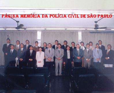 Turma do Curso de Acesso para Delegado de Polícia 2ª Classe na ACADEPOL, em 1.996. José Maurício Macedo Schimmelpfeng, o 4º a apartir da esquerda.