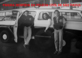 Alunos do Curso Técnico Profissional para Agente Policial, na ACADEPOL, em 1.993/94. Alexandre Lopes, na porta da viatura com outros dois colegas de classe.