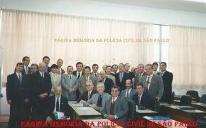 """Turma do Curso Superior de Polícia, de 1.997 da ACADEPOL. De pé, a partir da esquerda, Delegados Turma do Curso Superior de Polícia, de 1.997 da ACADEPOL. De pé, a partir da esquerda, Delegados (?), (?), Itagiba Franco, Djahy Tucci Jr, (?), Cosmo, (?), Mestrinho, Ivanei Cayres, (?), (?), Naife, Adilson José Vieira Pinto """"Malufinho"""", (?), Roberto Monteiro, (?), (?), (?), (?), (?), (?), (?), (?), (?). Sentados, Delegados Capezzuti, Camassa, (?), Marco Antônio Novaes, (?) e (?)."""