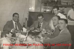 Jantar de aniversário de ingresso à Polícia Civil, dos colegas da mesma turma de Investigadores de Polícia, da antiga Escola de Polícia, na década de 60. À partir da esquerda, Investigadores Emilio, Sócio Russo, Bueno e Cunha. https://www.facebook.com/MemoriaDaPoliciaCivilDoEstadoDeSaoPaulo/photos/a.397692057020038.1073741857.282332015222710/1049547485167822/?type=3&theater