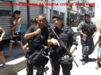 Investigador de Polícia Aurisio Vieira de Melo Junior do NECRIM da Seccional de Marília (DEINTER 4) com o cantor Dudu Nobre, nas gravações do filme Tropa de Elite 2.