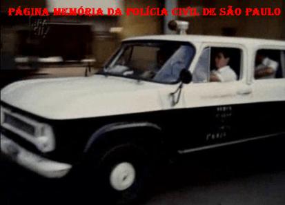 Viatura Veraneio ano 1971, usada no filme com o Pelé. Os Trombadinhas, estreia em 1.979. (colaboração de Robson de Moraes, filho do Policial Civil Edison de Moraes, que em uma das cenas do filme elaborou o retrato falado de um marginal).
