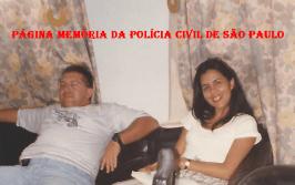 """Delegada Silvana Ferreira da Silva e Escrivão Tito Tezzone """"in memorian"""", no Plantão da Delegacia Seccional de Polícia de Bragança Paulista/SP, na década de 90."""