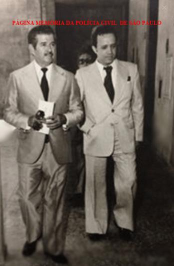 Delegados Rubens Figueiredo e Maurício Henrique Guimarães Pereira, na Delegacia do Município de Marília, em 1976. Acervo da filha, Renata Figueiredo Peris.