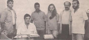 Policiais da Equipe H do DHPP, com o Chefe dos Investigadores Rubão (sentado) e da direita pra esquerda Irineu, Henrique, Rosana, Gilmar e policial não identificado. Na época campeã em esclarecimentos, comandados pelos Delegado de Polícia Luiz Gabriel Sampaio Garcia, José de Godoy Pereira Neto e Nelson de Queiroz Motta.
