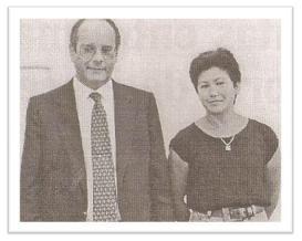 Em 1995, a delegada Elizabeth Ferreira Sato era titular da Primeira Delegacia de Crimes Contra a Criança e o Adolescente do DHPP. Após desvendar um caso envolvendo um acerto de contas entre marginais que causou a morte de um inocente, a referida autoridade recebeu os cumprimentos do diretor de então, o Dr. Marco Antônio Desgualdo, o qual, delegado de polícia há cerca de treze anos (empossado em 1982), já exercia essa importante função!
