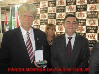"""O grande Professor e Investigador Antônio Antonio Fernandes Martins """"Rambo"""", recebendo a medalha Dr. Coriolano Nogueira Cobra em solenidade na ACADEPOL, por mais de 30 anos de magistério."""