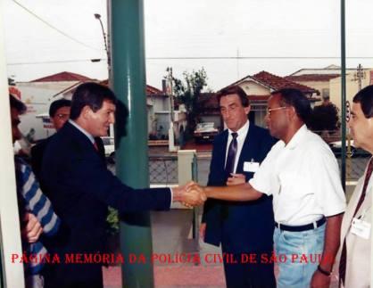 Comemoração na Delegacia do Município de Ourinhos, na década de 80: À partir da esquerda, Delegados Cocito e Scarabelo; Investigador Damázio e no canto direito Delegado Nelson Guimarães.