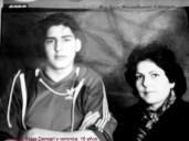 Rodrigo Andrés Rojas Denegri a los 16 años, con su madre Verónica, ex presa política.