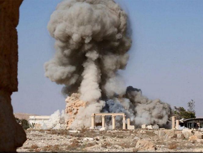 Resultado de imagen de Desconocidos lanzan bomba molotov contra templo cristiano en P5
