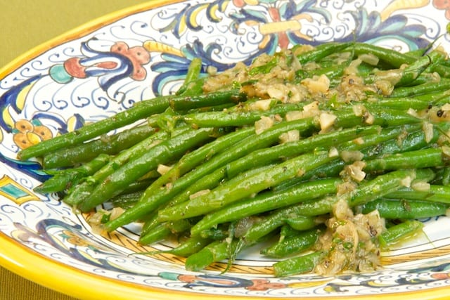 Green beans with anchovy sauce