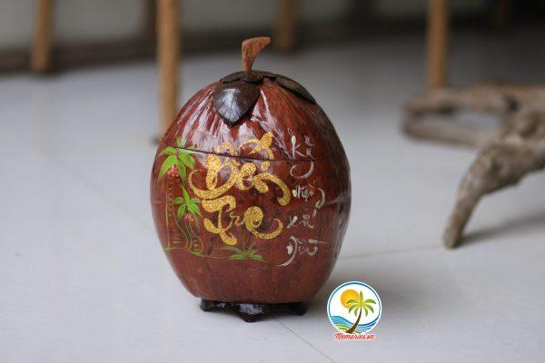 Vỏ tráu dừa khắc chữ thư pháp