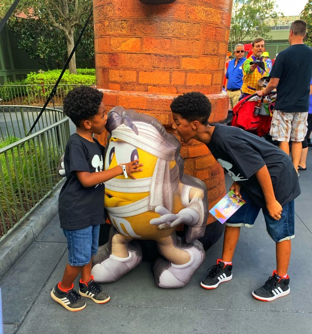 african american boys at MNSSHP eating M&m
