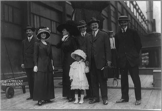 George Jay Gould, son of Jay Gould, 1864-1923, with family (c. 1910)