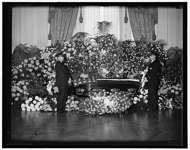 Body of Gus Gennerich lies in state at White House. Washington, D.C., Dec. 16. The body of Gus Gennerich, President Roosevelts friend and bodyguard who died in Buenos Aires, lying in state in the East Room of the White House today following simple services attended by President Roosevelt, members of his family, Cabinet members and other friends, the body was taken to New York for burial. White House policemen acted as Guards of Honor.  1936 December 16.  (Library of Congress)