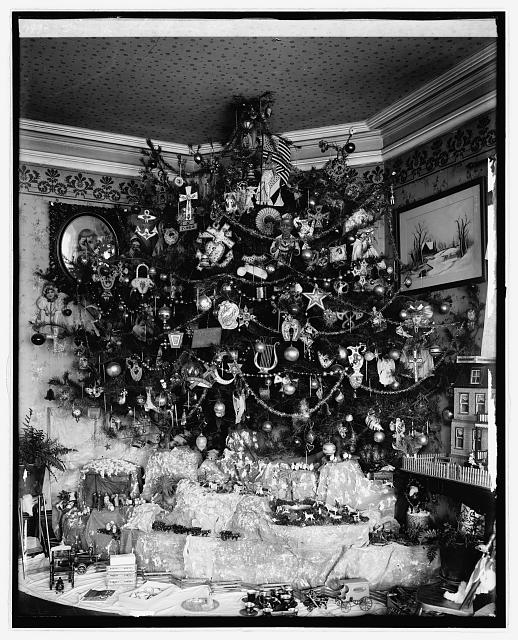 Hauck Christmas tree.  Some time between 1910 and 1935.