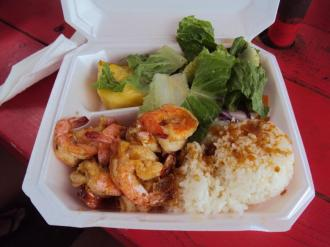 Garlic and butter shrimp with white rice, salad and pineapples